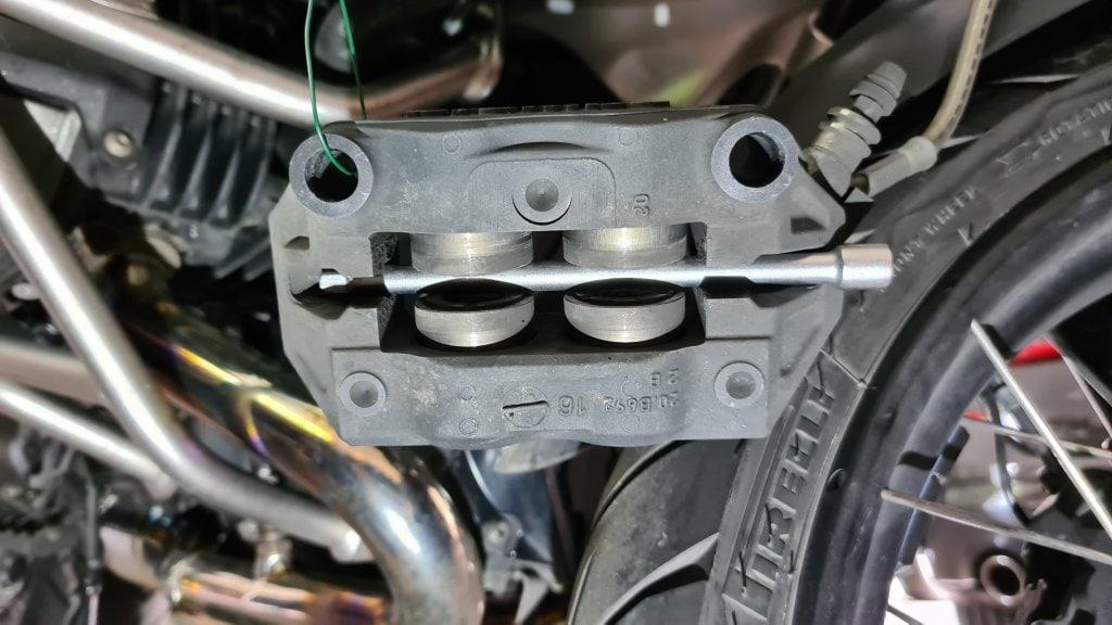 Bremssattelwartung BMW R1200GS LC