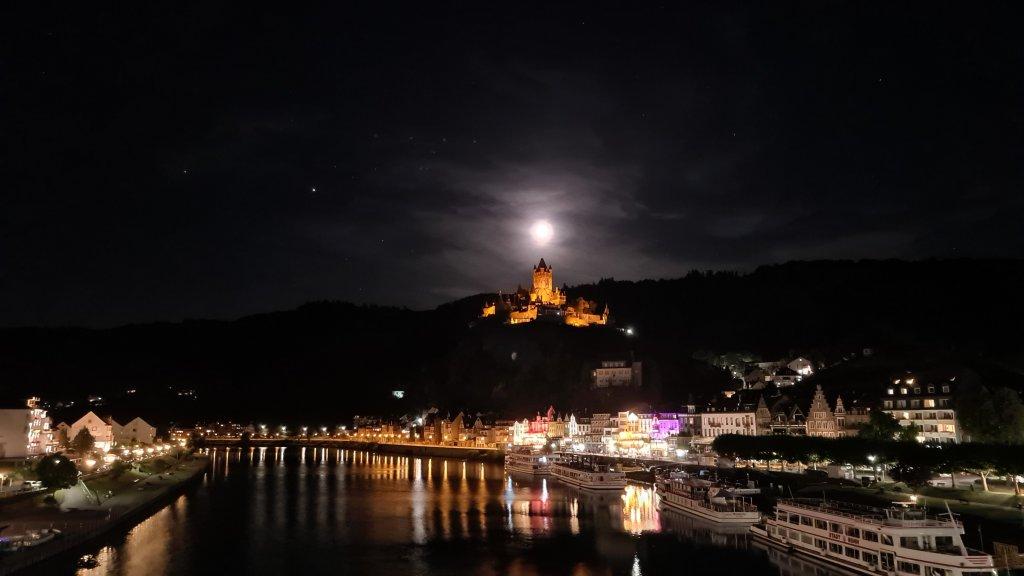 Burg Cochem und Mosel bei Nacht