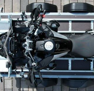 Motorradverladungssystem Sawiko auf Stema Anhänger